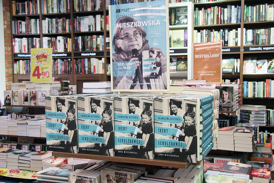 Anna Mieszkowska w księgarni Matras